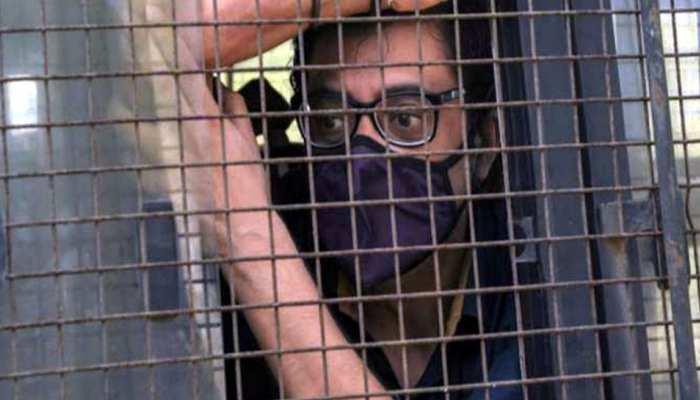 कस्टडी में मोबाइल इस्तेमाल कर रहे थे अर्नब गोस्वामी! अब इस जेल में किए गए शिफ्ट