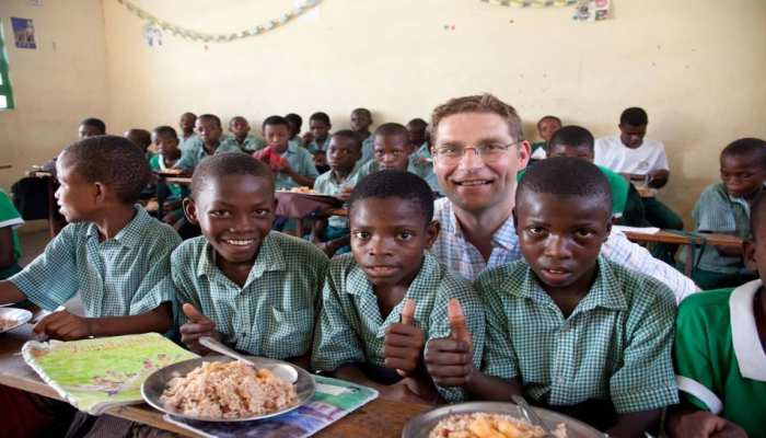 अत्यधिक गरीब बच्चों को स्कूल में मुफ्त भोजन देने के लिए सहमत हुई ब्रिटेन सरकार