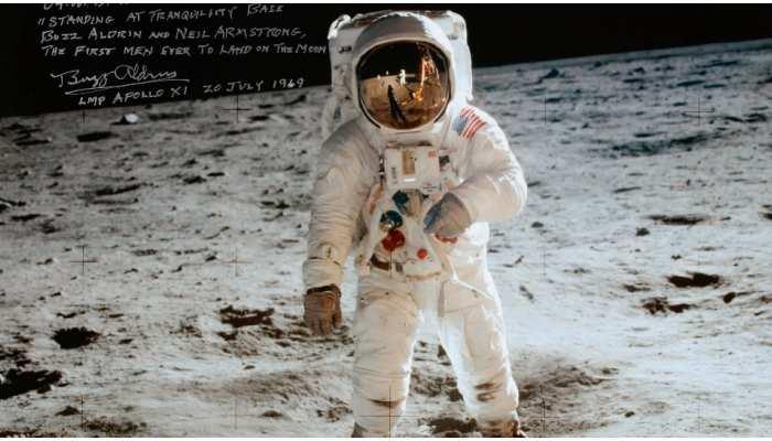 Neil Armstrong की चांद पर पहुंचने की दुर्लभ तस्वीरें होंगी नीलाम, जानें कीमत