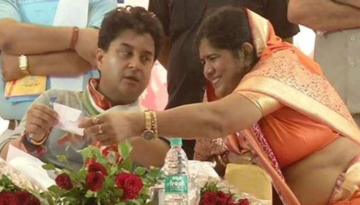 इमरती देवी ने किया जीत का दावा, बोलीं- कमलनाथ ने 'आइटम' कहा, जनता ने दिया जवाब