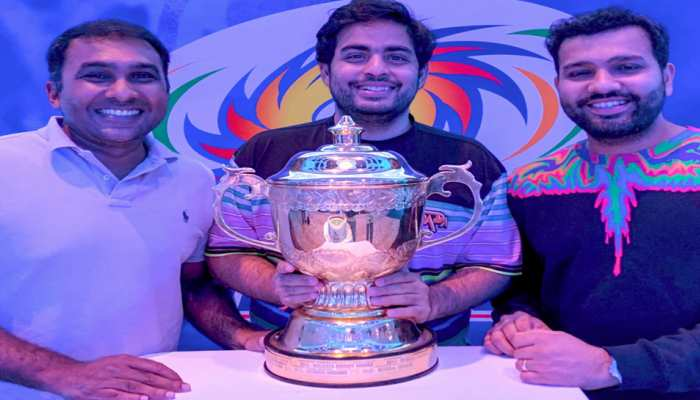 रोहित शर्मा ने जीत के बाद dressing room में खिलाड़ियों को इस तरह कहा शुक्रिया, देखें Video