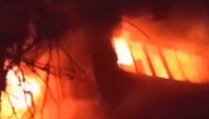 दिल्ली के गांधीनगर इलाके में लगी भीषण आग, 26 फायर ब्रिगेड मौके पर