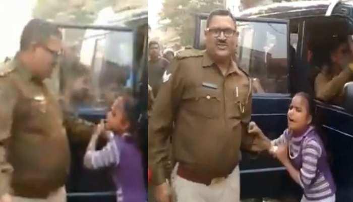 Bulandshahar: आखिर क्यों पुलिस की गाड़ी में सिर मारने लगी यह बच्ची, वीडियो वायरल