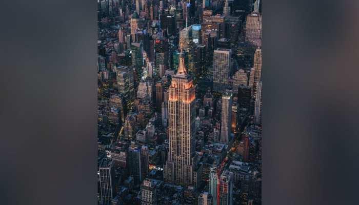 दिवाली पर अद्भुत नजारा, नारंगी रंग की रोशनी से जगमगाई एम्पायर स्टेट बिल्डिंग