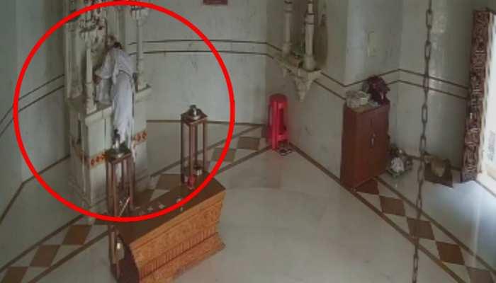 पूजा की; भगवान के चरणों में मत्था टिकाया, वहीं निकल गए कांग्रेस नेता के प्राण, VIDEO में कैद हुआ वाकया