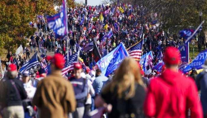 वाशिंगटन में हिंसा, ट्रंप के समर्थक विरोधी प्रदर्शनकारियों से भिड़े
