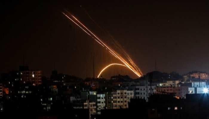 गाजा पट्टी से रॉकेट दागे जाने के बाद इजराइली सेना ने हमास के ठिकानों पर किए हमले