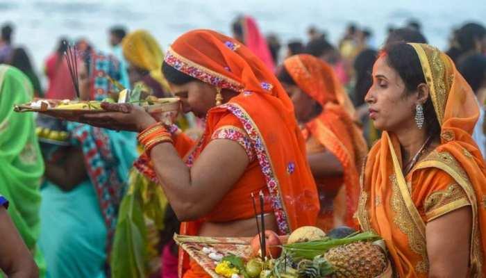 Chhath Puja: समानता की मिसाल है छठ पूजा, पुरोहित के बजाय डोम-कुम्हार की है महत्ता