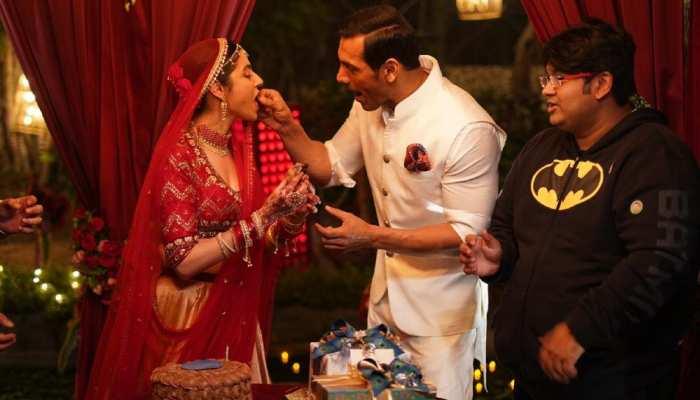 'सत्यमेव जयते' स्टाइल में Divya Khosla ने मनाया जन्मदिन, अलग रूप में आईं नजर