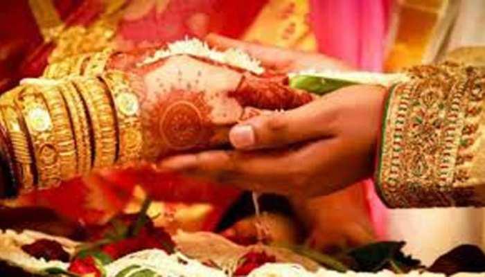 दहेज की मांग से था परेशान, बेटी की शादी के कार्ड पर सुसाइड नोट लिख पिता ने दी जान