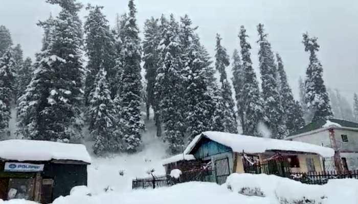 कश्मीर ने ओढ़ी बर्फ की सफेद चादर, खुशनुमा हुआ मौसम, पारा भी लुढ़ककर माइनस में पहुंचा