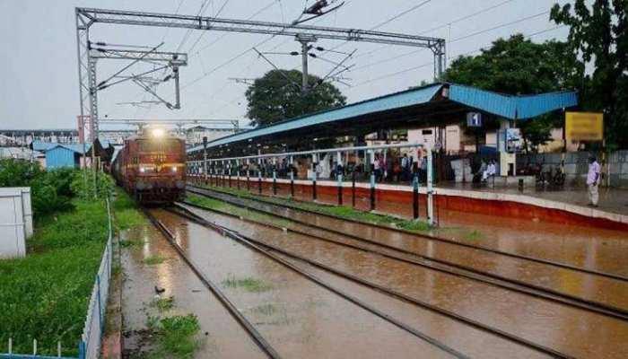 आज शाम या रात में तमिलनाडु-पुडुचेरी को पार करेगा तूफान NIVAR, कई ट्रेनें की गईं रद्द