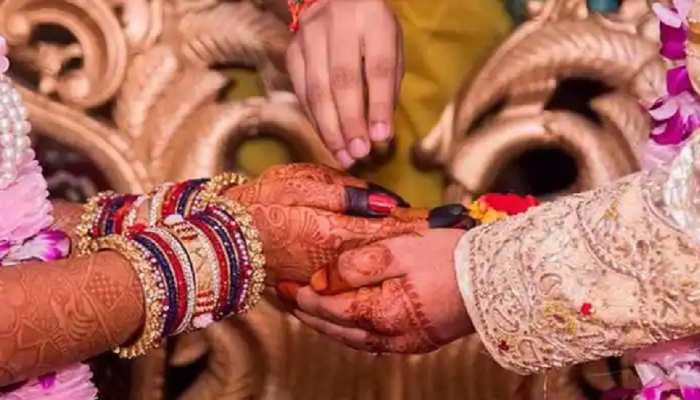 कोरोना ने बदली परंपरा, शादी के कार्ड में मास्क-सोशल डिस्टेंसिंग पालन की अपील