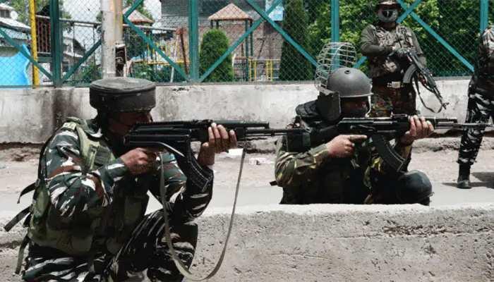श्रीनगर में दहशतगर्दों ने फौज को निशाना बनाकर किया हमला, 2 जवान शहीद