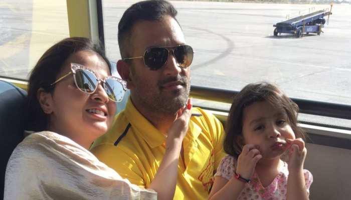 Video: पंजाबी गानों पर जमकर नाचे Ms Dhoni, पत्नी Sakshi और बेटी Ziva ने भी दिया साथ