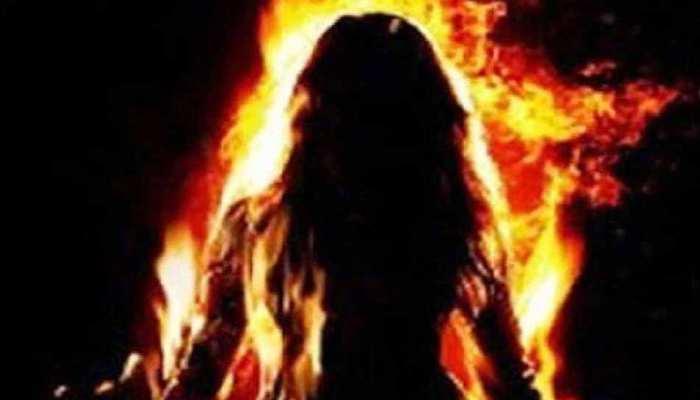 7 दिन बाद जिंदगी की जंग हार गई अमेठी की बेटी, छेड़खानी से तंग आकर लगाई थी आग