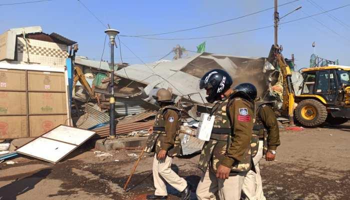 पुलिस टीम पर हमले के जवाब में ईरानी डेरे पर चला बुल्डोजर, भारी पुलिस तैनात