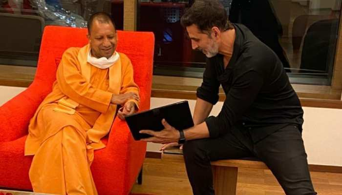 UP CM Yogi Adityanath meet Akshay Kumar in Mumbai's Trident hotel see pics dvmp