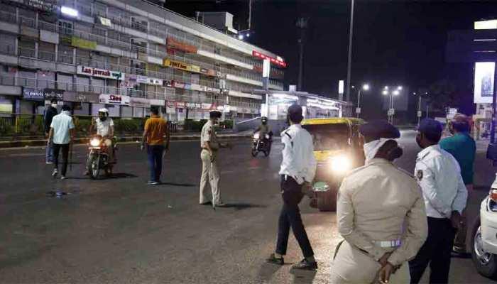 दिल्ली में फिलहाल नहीं लगेगा Night Curfew, नई पाबंदियों पर विचार कर रही है सरकार