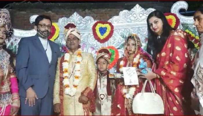 अपने कन्यादान के लिए शहीद की बेटी ने DM को लिखा खत, पत्नी के साथ शादी में पहुंचे जिलाधिकारी