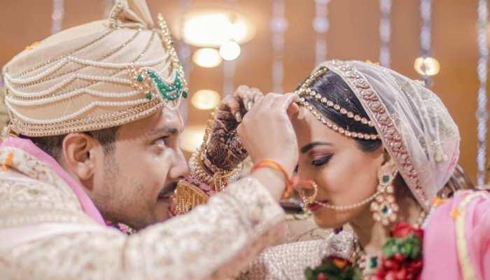 Aditya Narayan had to wear friends pyjama after his pyjama torn before varmala in his wedding