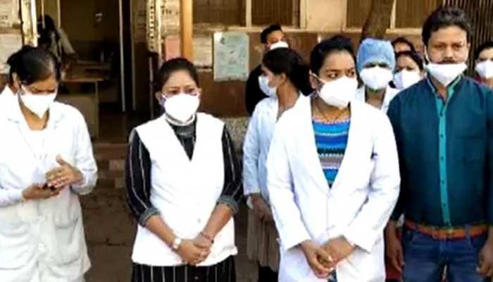 भोपाल लाठीचार्ज पर भड़के स्वास्थ्यकर्मी, शिवपुरी में स्वास्थ्य सेवाएं हुईं ठप्प