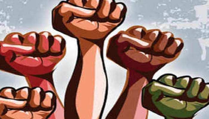 बगहा: NH पर निर्माण कार्यों की गुणवत्ता पर फूटा ग्रामीणों का गुस्सा, किया प्रदर्शन