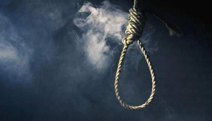पीएसी में तैनात फॉलोअर की पत्नी ने फांसी लगाकर की आत्महत्या, परिजनों ने लगाया दहेज हत्या का आरोप