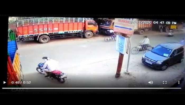 चोरों का जुदा अंदाज: मार्केट में खड़े होकर उछाला सिक्का, फिर पास में खड़ी बाइक लेकर हुए रफूचक्कर