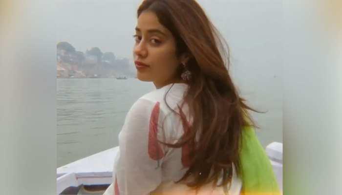 'बीच' पर मौसम का लुत्फ लेते नजर आईं Janhvi Kapoor, PHOTOS हुईं VIRAL
