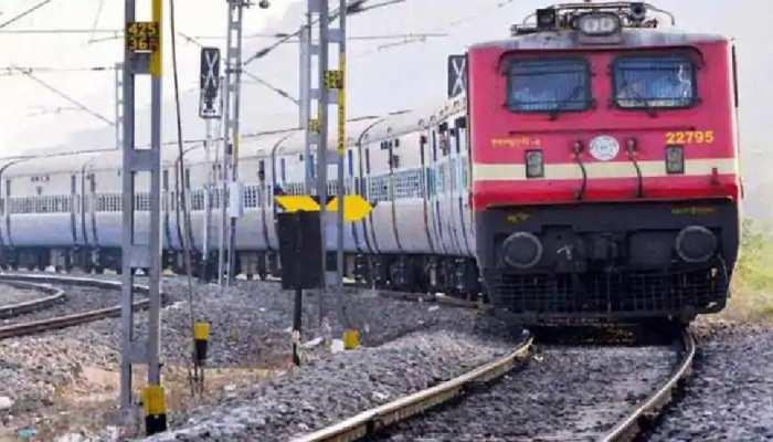 Indian Railways:रेलवे ने फिर रद्द कीं इतनी ट्रेनें, सफर से पहले चेक कर लें लिस्ट