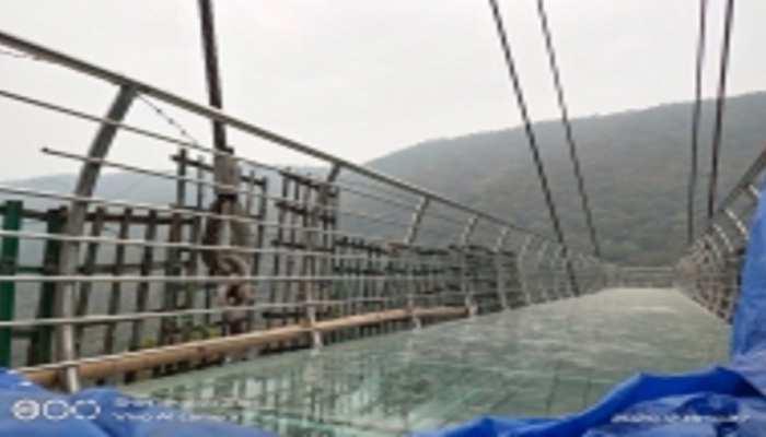 बिहार में पर्यटन को बढ़ावा देने में जुटी सरकार, राजगीर में बना शीशे का 'स्काई ब्रिज'