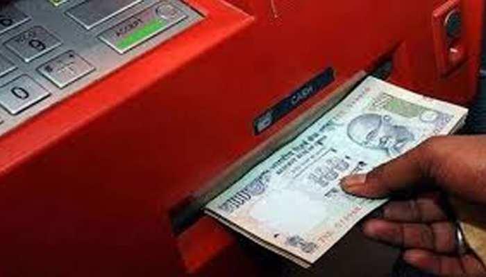 UTILITY: बिना कार्ड के भी निकाल सकते हैं ATM से कैश, ये है स्टेप बाय स्टेप प्रोसेस