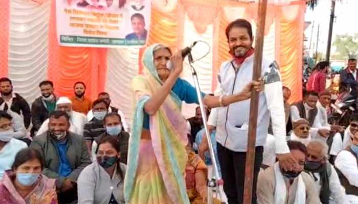 भिखारी महिला ने कांपते हाथों से पकड़ा माइक, PM मोदी को ये बात बोलकर मंच पर ही हो गई बेहोश
