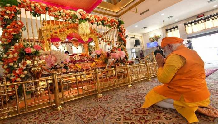 PM Narendra Modi Rakabganj Gurudwara visit: पीएम मोदी रकाबगंज गुरुद्वारा पहुंचे, Guru Teg Bahadur को दी श्रद्धांजलि