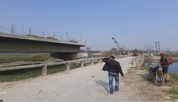 बिहार-UP का लाइफ लाइन माने जाने वाले पुल का 18 माह बाद भी पूरा नहीं हुआ काम