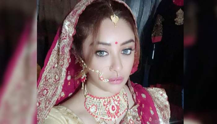 Payal Ghosh clicks pictures in the new bridal look