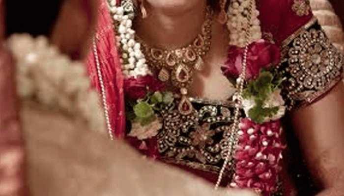शादी के एक महीने बाद ही ससुराल वालों को नशीली चीज़ खिलाकर प्रेमी के साथ फरार हुई दुल्हन