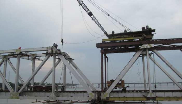 पुल निर्माण में देरी पर सख्त MLA ने दिया 5 दिनों का डेडलाइन, कहा- नहीं पूरा हुआ काम तो...