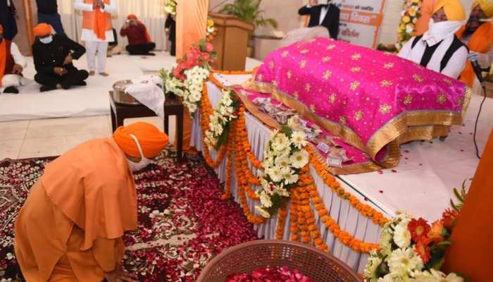 CM योगी का ऐलान- स्कूलों में पढ़ाया जाएगा सिख गुरुओं के बलिदान का इतिहास