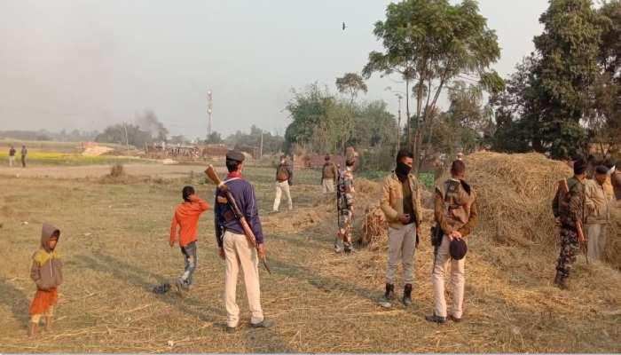 बगहा: नक्सल प्रभावित क्षेत्र में शराब के अड्डों पर छापेमारी करने गई पुलिस पर हमला, SI जख्मी