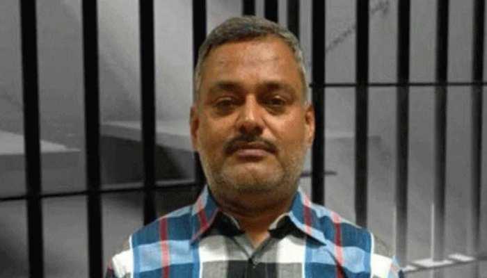 बिकरू हत्याकांड: गैंगस्टर विकास दुबे के करीबी रहे चौबेपुर BDO निलंबित, सरकार के आदेश पर हुई कार्रवाई