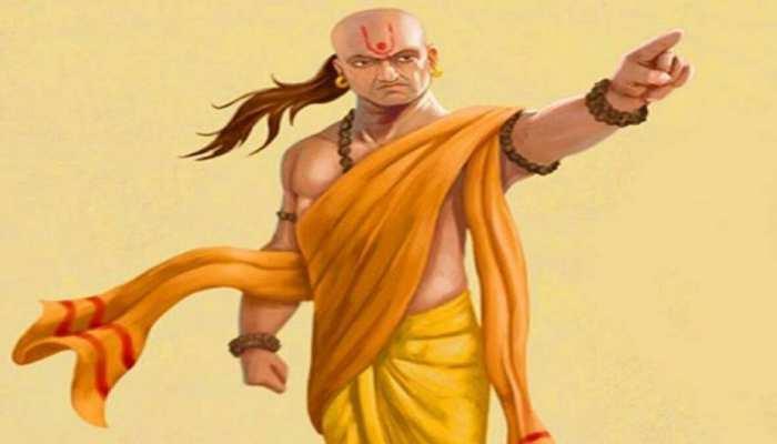 Chanakya Niti: क्या सामने वाला व्यक्ति आपसे प्रभावित नहीं होता है? चाणक्य की इन बातों पर दें ध्यान, सब हो जाएगा ठीक