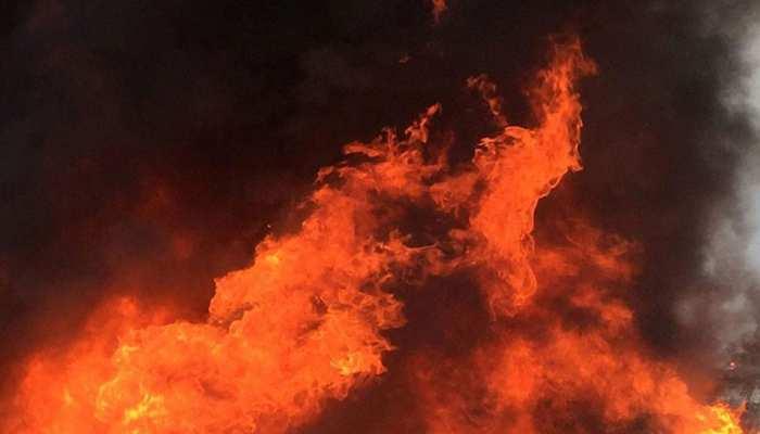 Crime: मां ने अपने दुधमुंहे बच्चे को आग में फेंका, फिर भूत पर लगा दिया आरोप