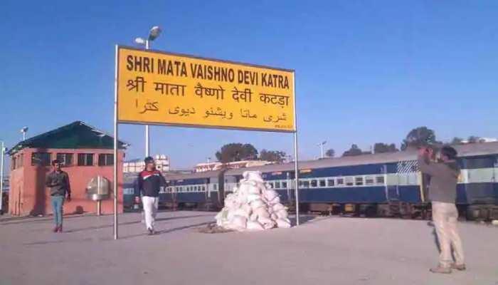 नए साल पर Mata Vaishno Devi पहुंचे सैकड़ों श्रद्धालु, सबको नहीं मिला दर्शन का मौका, जानिए कारण