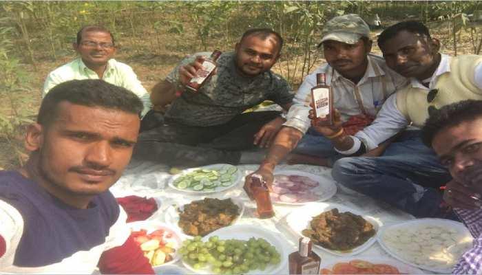 ये कैसी शराबबंदी: पिकनिक मनाते हुए युवकों ने खुलेआम पी शराब, वीडियो बनाकर किया वायरल
