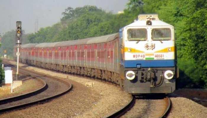 UP: Suicide करने ट्रेन के आगे कूदा शख्स, दो टुकड़े हुए, लेकिन फिर भी है जिंदा