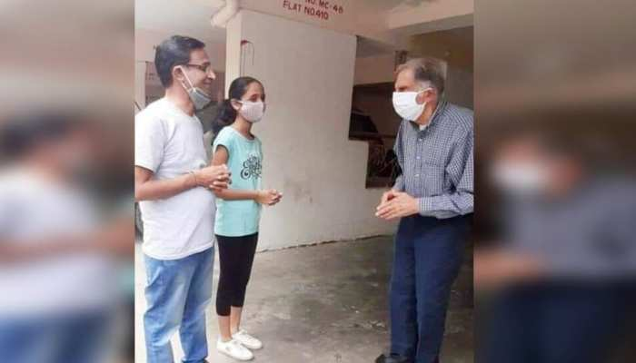बीमार कर्मचारी को देखने बिना सिक्योरिटी के मुंबई से पुणे पहुंचे रतन टाटा, कर्मचारी हैरान