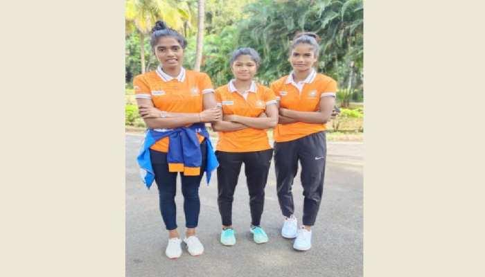 झारखंड: सिमडेगा की तीन बेटियों का जूनियर महिला हॉकी टीम में हुआ चयन, चिली हुईं रवाना