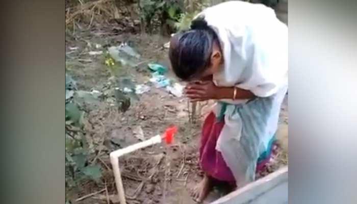 जब नल से पानी आता देख महिला ने किया 'प्रणाम', इमोशनल कर देगा ये Video